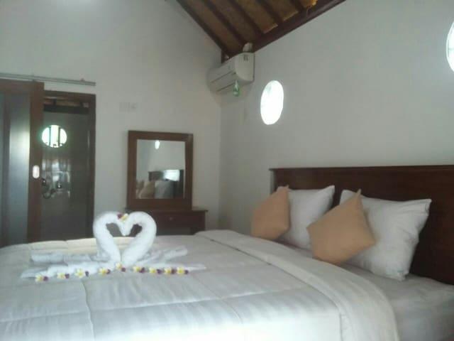 Nusa Penida Beach Front Honeymoon Suite