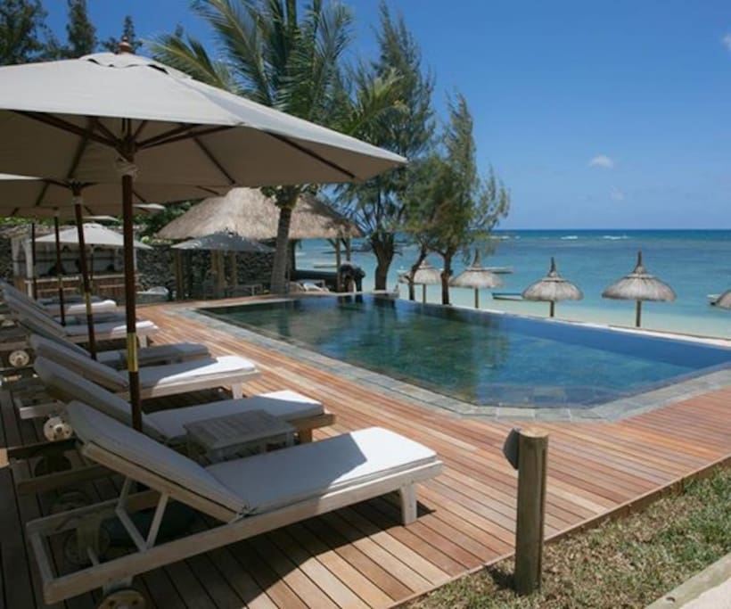 Boutique hotel beach front standard pointe aux for Maurice boutique