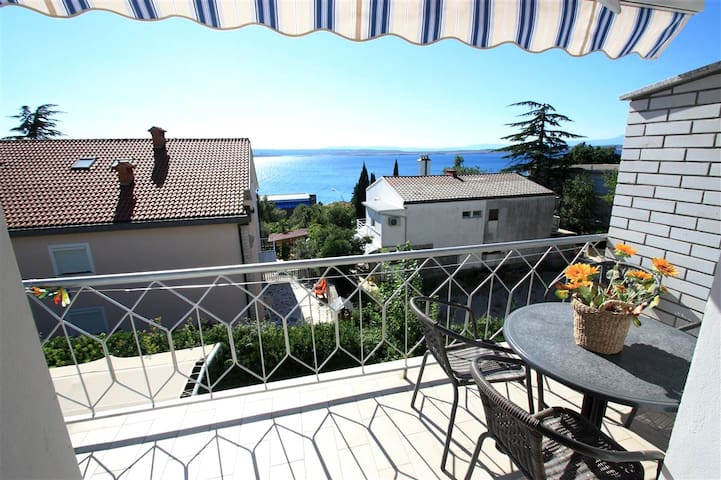 Lovely apartment near the sea,parking, seaview