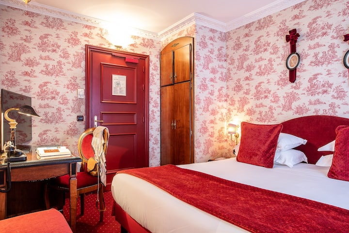 Romantic Balcony Room for 2 free BKFST in 4* Hotel