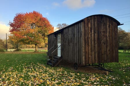 Buckhurst Shepherds Hut, luxury rural Kent retreat