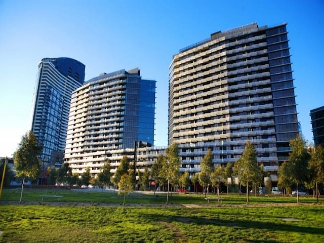 Master Room (With Parking) in Docklands Melbourne