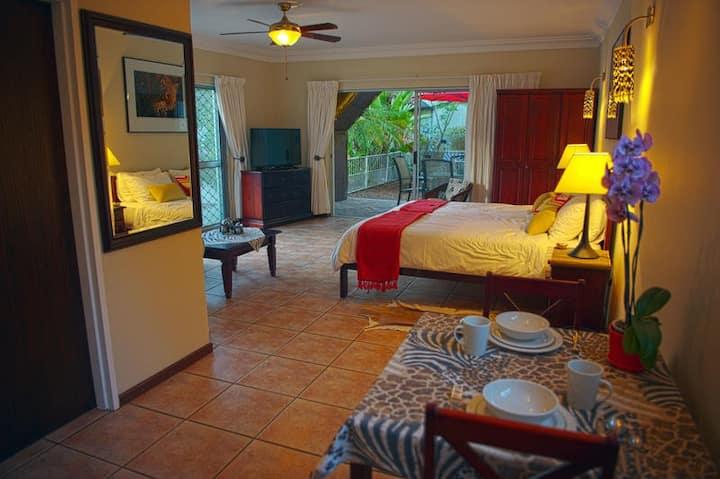 Spacious studio apartment in the Cape Winelands