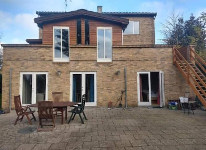 Big family-house with garden, quiet but close