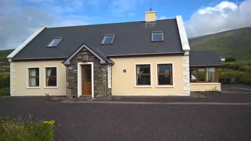 Spacious dormer house with Blasket Island Views - Dingle - Lägenhet