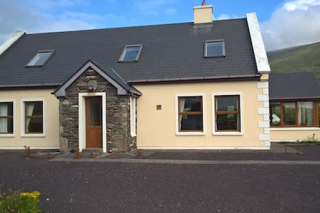 Spacious dormer house with Blasket Island Views - Dingle - Appartement
