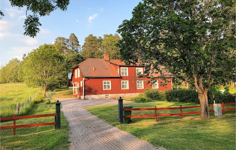 Semi-Detached with 3 bedrooms on 120m² in Mantorp