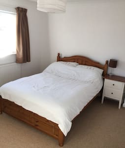 Double room close to Goodwood - Eastergate - Hus