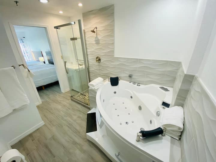 Apartment JACUZZI -Renovated Best Location Disney!