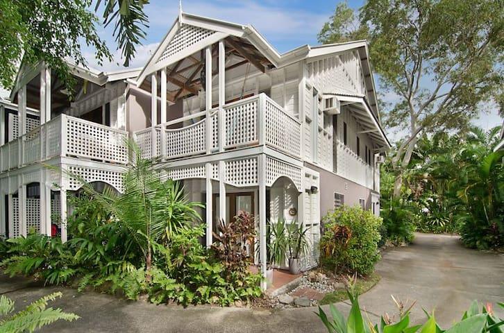 Charming Terrace House Port Douglas - พอร์ตดักกลาส - บ้าน