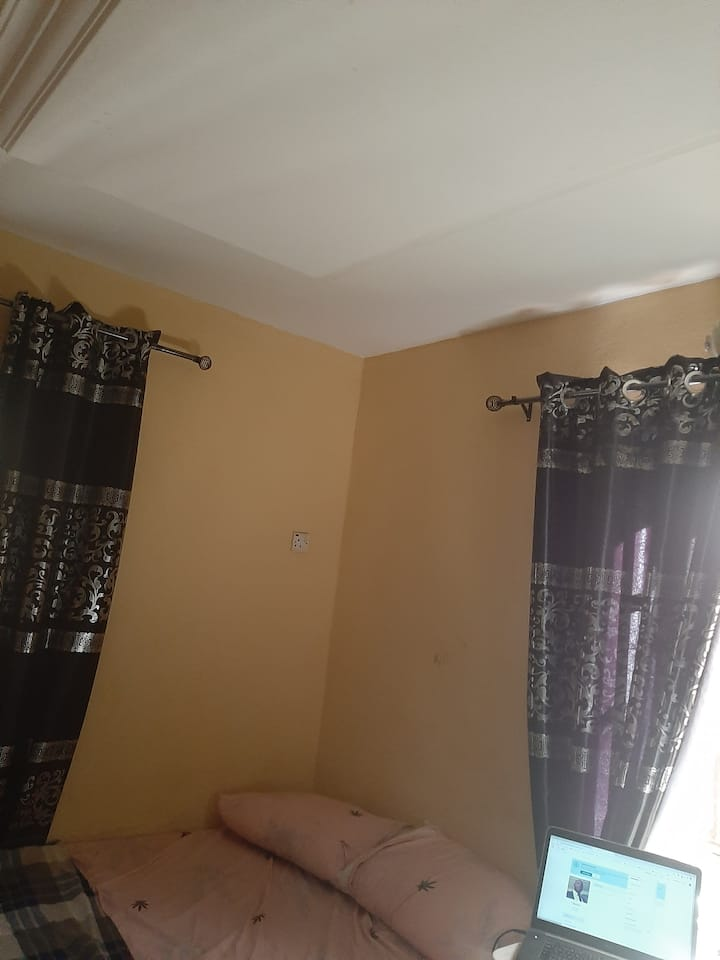 Conveniently furnished 1 bedroom apartment