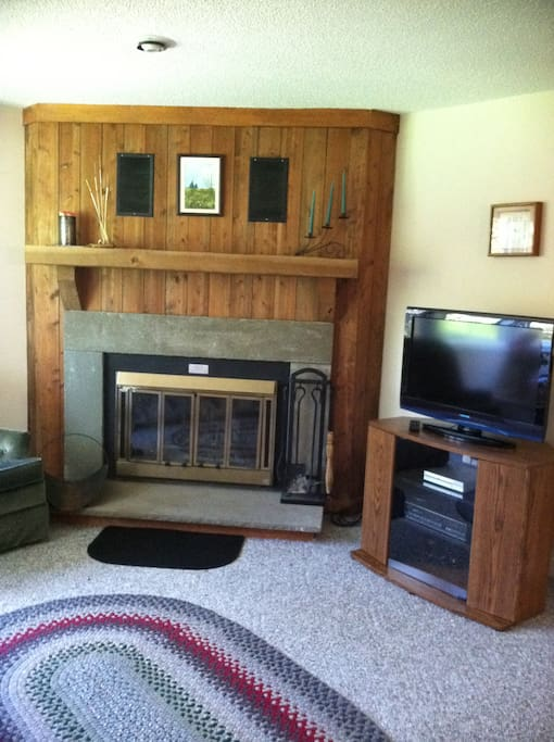 Fireplace/HD TV in Living Room
