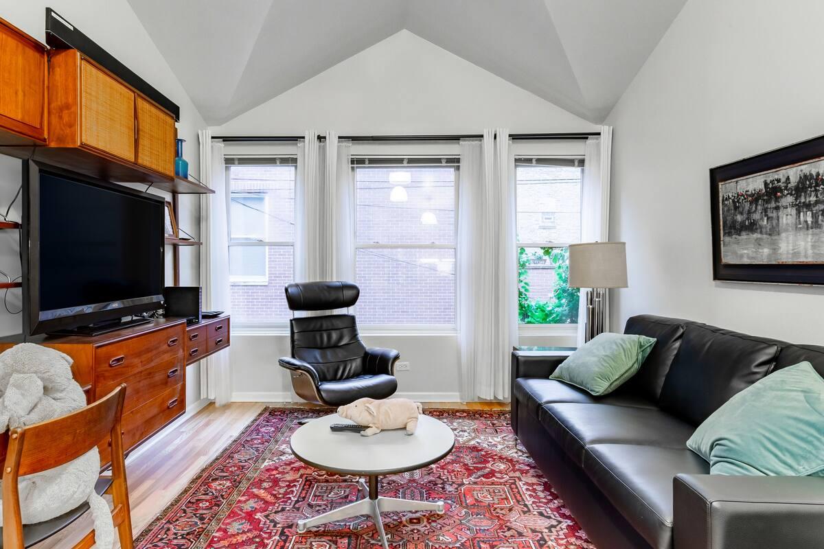 Polk Street Coach House Apartment, Little Italy/Medical Dist