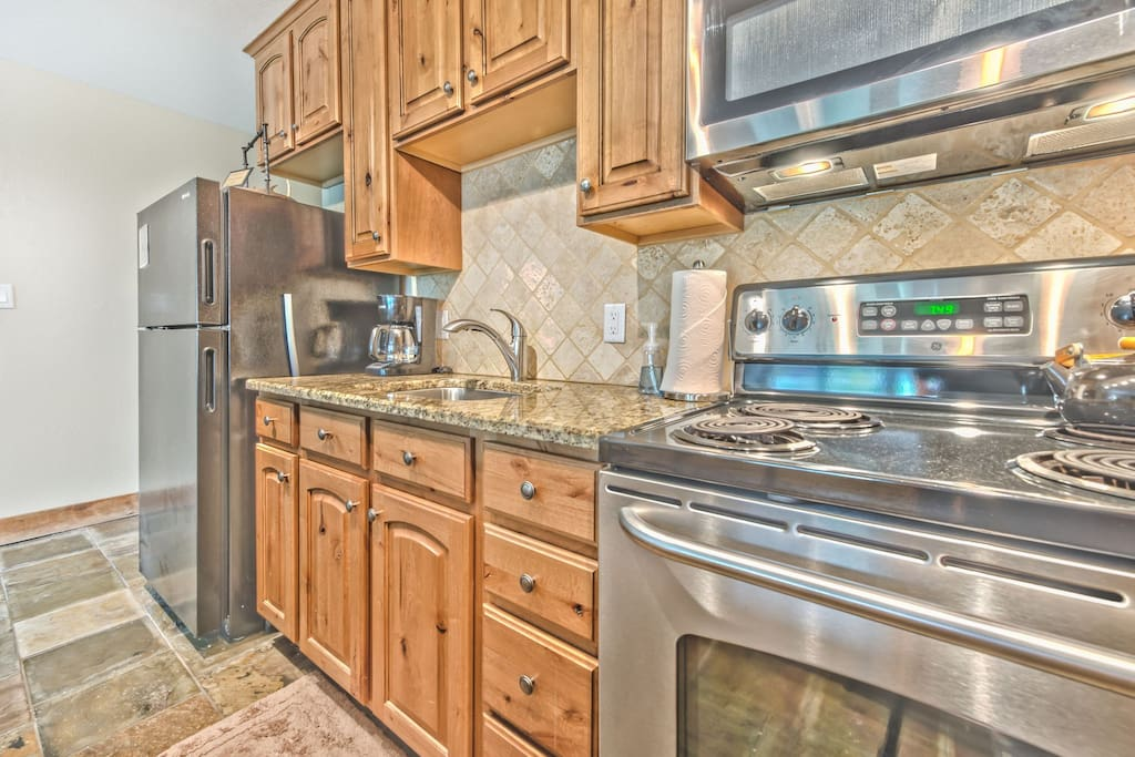 Equipped Kitchen with Granite Countertops, Stainless Steel Appliances and Bar Seating for 4
