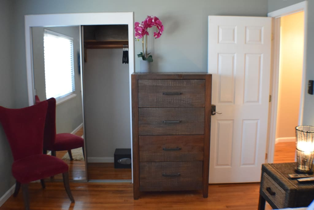 Large mirror door closet with 10 hangers, a safe, and an extra blanket!