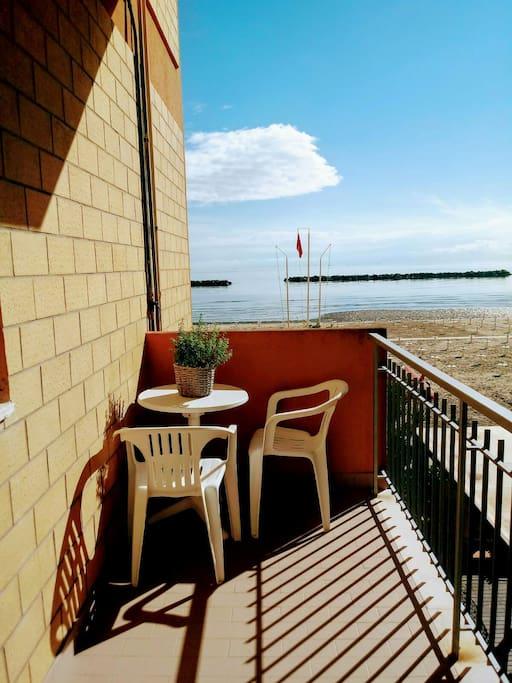 Sulla spiaggia appartamenti in affitto a igea marina for Ascensore casa sulla spiaggia