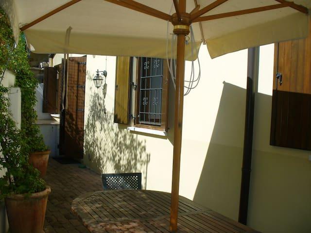 La Casa Gialla. Casa con giardino - Verona - Departamento