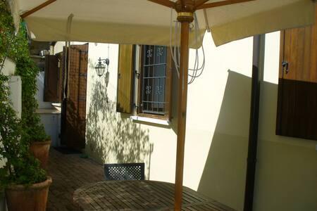 La Casa Gialla. Casa con giardino - Verona - Apartamento