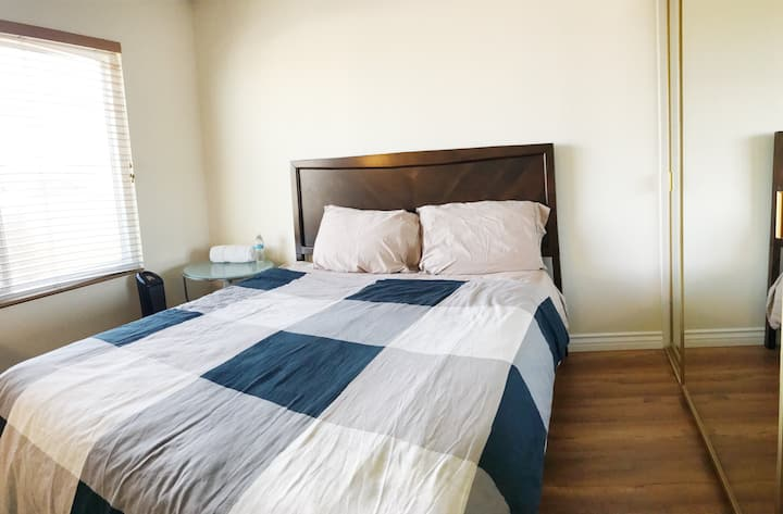 Clean & close to Huntington Beach bedroom #2