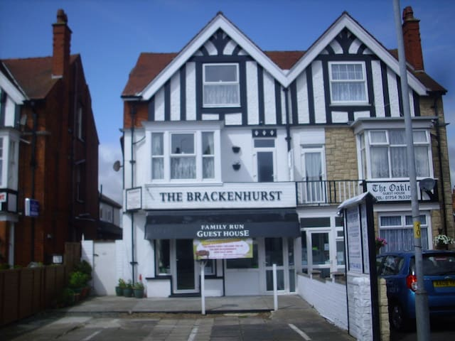 Skegness, Brackenhurst Guesthouse PE25 3EQ - Skegness - Penzion (B&B)