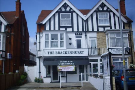 Skegness, Brackenhurst Guesthouse PE25 3EQ - Skegness - Bed & Breakfast