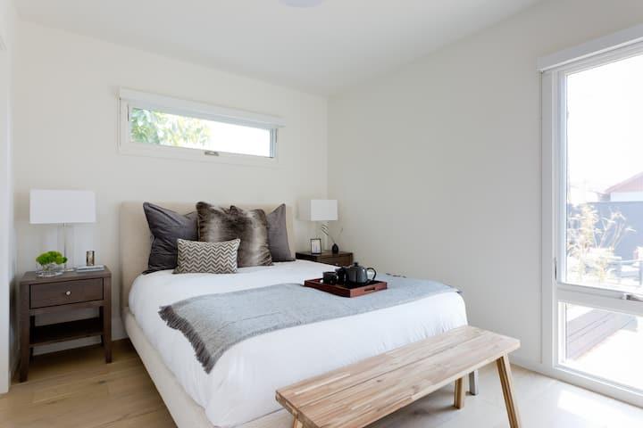 Newly Renovated, Bright 2 Bedroom Near LAX