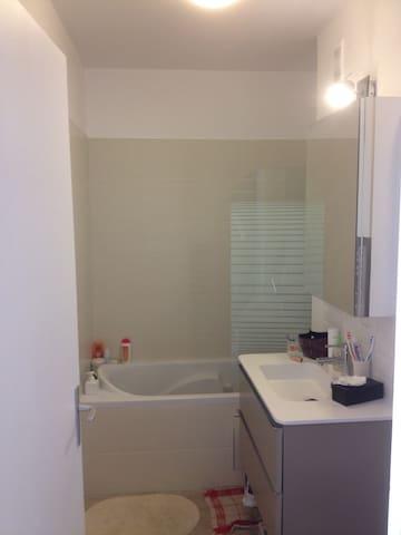 Salle de bain (avec baignoire)
