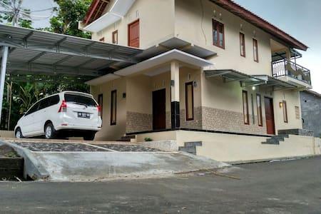 Kalibening GuestHouse muslim - Salatiga