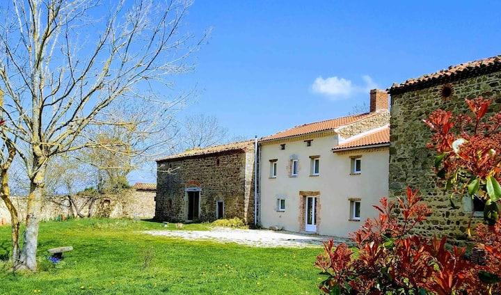 Grand Gîte Confortable en Auvergne - Belle vue