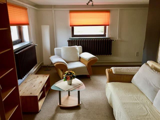 Souterrain-Wohnung mit abgeschlossenem Stellplatz