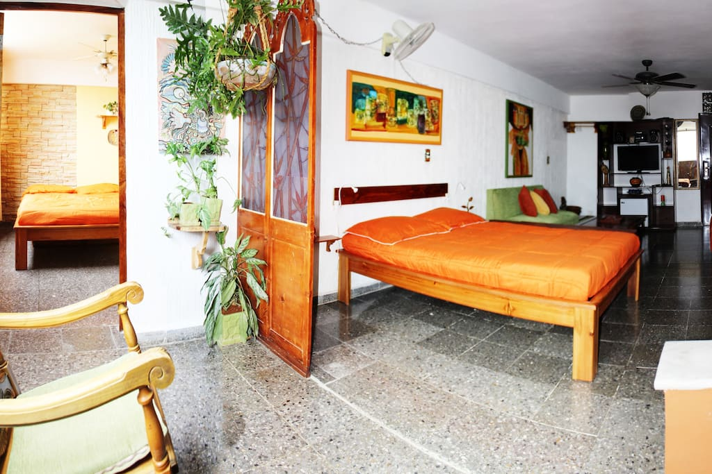 Vista al mar en toda la suite, se oferta además la habitación anexa