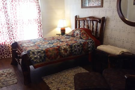 Large, rustic room, AVAILABLE NOW. - Greensboro