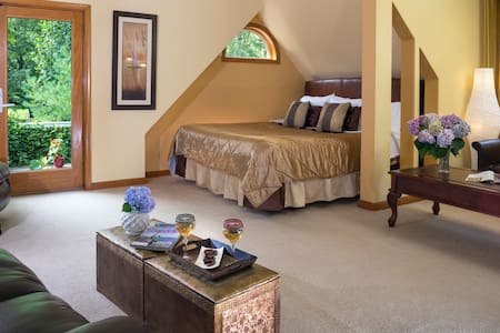 Cherry Valley Manor B&B in Poconos Sleeping Beauty - Stroudsburg - Bed & Breakfast