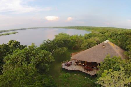 Baker's Lodge - Murchison Falls NP