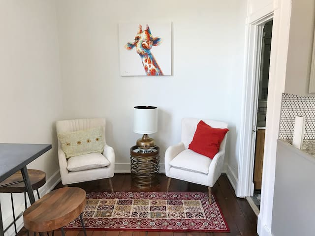 ♥ Cozy Apt in Walkable Area Downtown w/ Parking