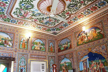 Frescoed room in Heritage City of Mandawa - Mandawa - Villa