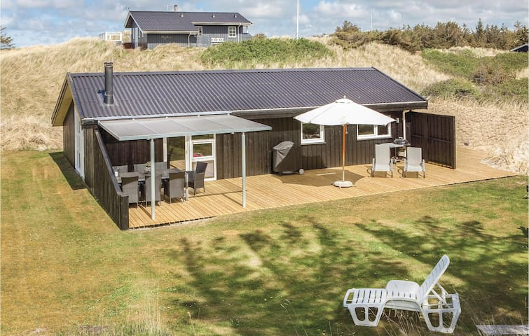 Holiday cottage with 3 bedrooms on 87m² in Blokhus