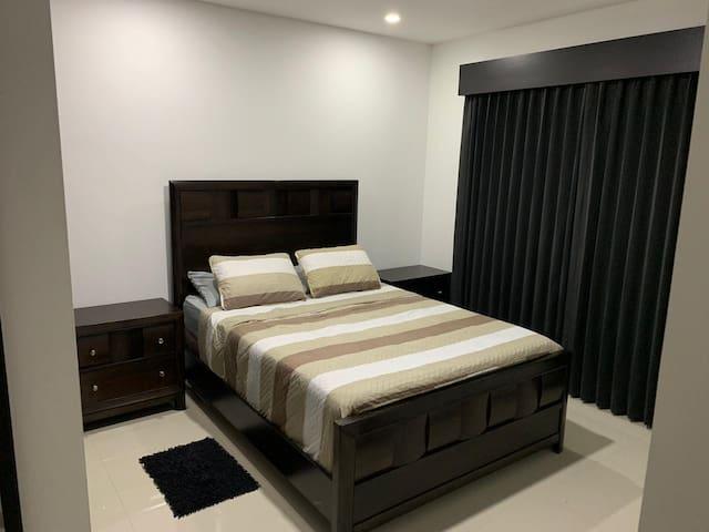 Master Room 5m from Juan Santa Maria Airport