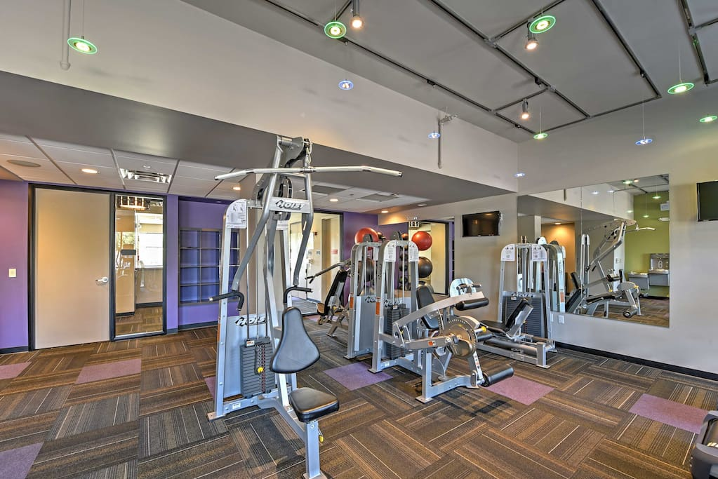 Lofts on Thomas has fantastic community amenities including a pool, fitness center, and more.