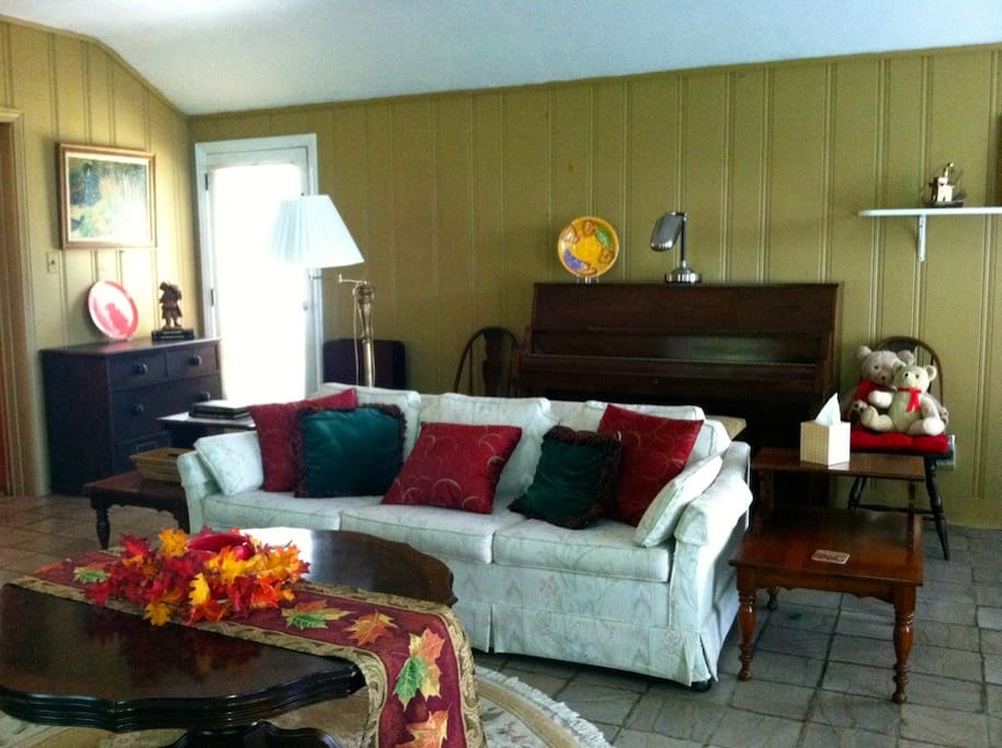 Dogwood Cottage Queen sofa bed