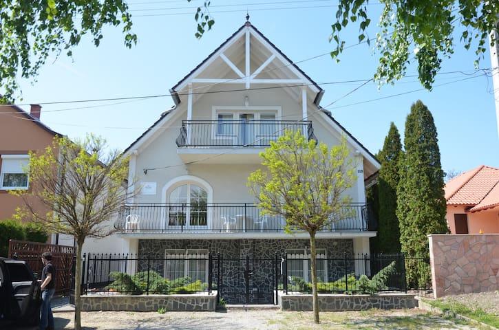 """Villa Ladver (Apartments 1 """"Lila"""") - Hévíz - House"""
