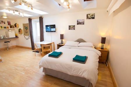 Brilliantly convenient town centre studio! - Cirencester - Wohnung