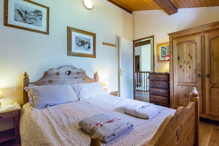 Chamonix Chalet - cozy double bedroom - Chamonix - Almhütte