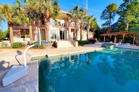 Long Term Elegant Vacation Home with Palmtree Pool