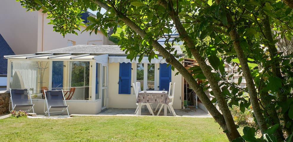 """""""Cabane des Sables Blancs""""avec  jardinet à Tréboul"""