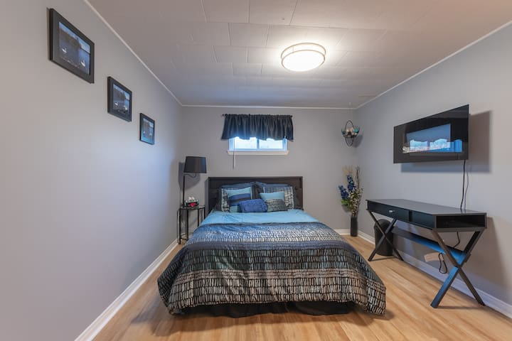 """Large bedroom w/double bed """"Tranquility"""""""