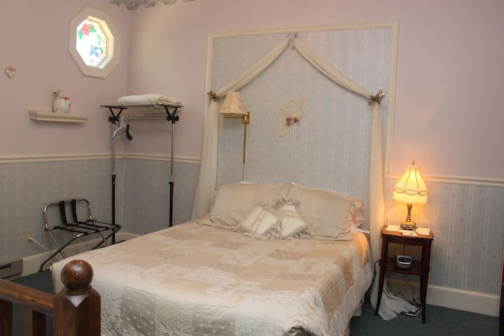 Romantic Retreat Suite with Jacuzzi for two