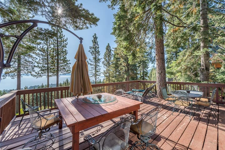 Family Friendly Cabin! Big Lake Views! Hot Tub!