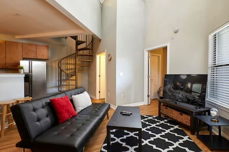 -PENTHOUSE PRIVATE ROOM, NO CLEANING FEES