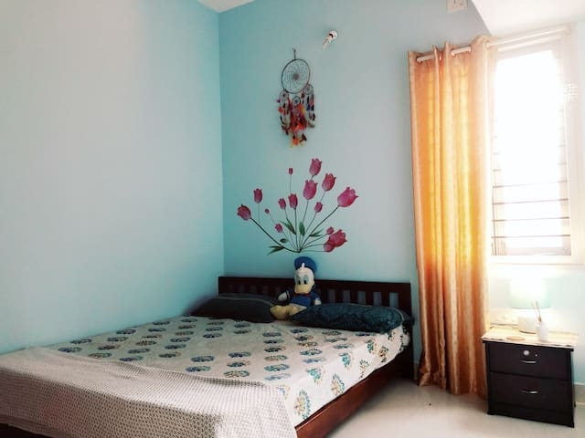 Yogi_Gaurav's_Den_near_indira_nagar_cozy_comfort